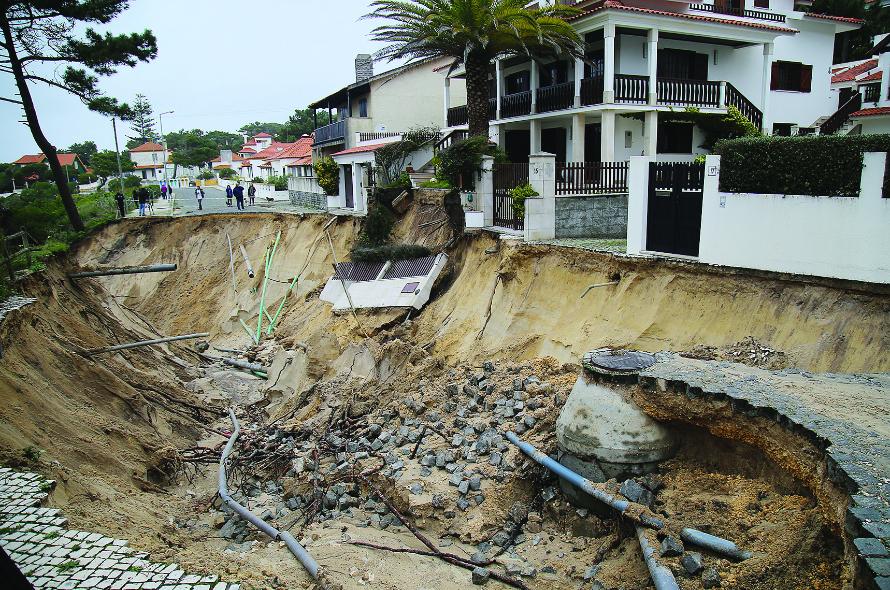 Cratera ameaça habitações na Marinha Grande