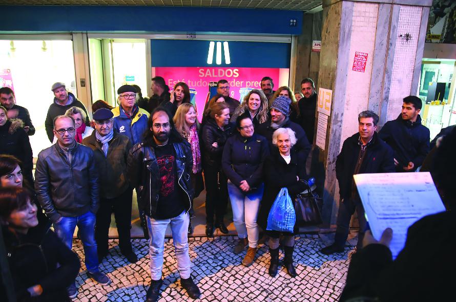 Madeirenses fazem fila para comprar bilhetes para os U2
